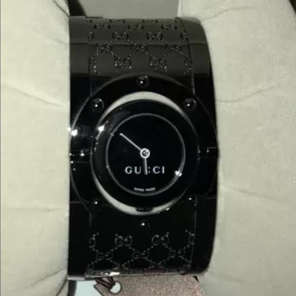 22eae639cc5 SOLD    Black GUCCI Twirl Bracelet Watch